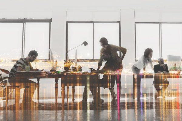 image-lieu-de-travail-table-employés