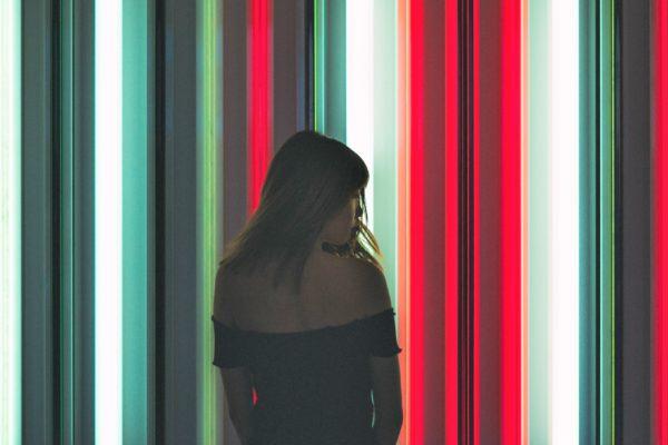 image-femmes-néon-article-blog