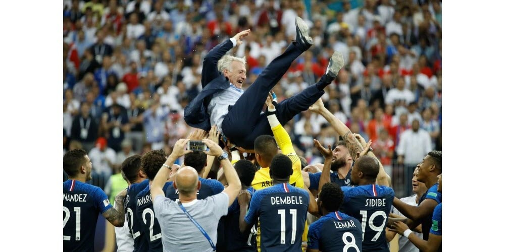 La victoire des bleus de 2018 : un management performant ou un coaching efficace ?